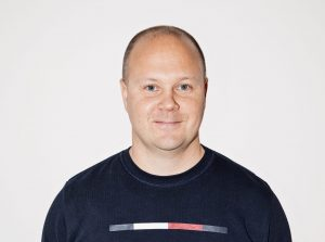 "Henry Keikkala<br><p style=""font-size:16px; font-weight:normal; margin-bottom:0px;"">Yrittäjä</p>"